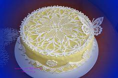 centrino filigrana glassa reale 2 by le torte di Gio' & Sandry, via Flickr