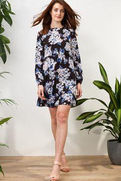 Floyd by Smith Celina kjole svart blomster mønster hverdagskjoler - Floyd.no