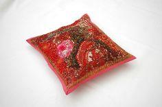 Housse de coussin brodée rose, tenture indienne rose, tenture murale, set de table, tenture brodée rose, artisanat indien de la boutique IndianShopbyDLFine sur Etsy