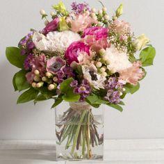 Sucette, Bouquet rond en camaïeu rose (vase en option). Catalogue Interflora, a retrouver sur www.wikifleurs.com