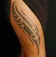 Many popular people have been seen sporting Maori tattoo designs which add an alternate measurement to their identity. Look at these Maori tattoos ideas. Tattoos Bein, Maori Tattoos, Tattoos Skull, Leg Tattoos, Body Art Tattoos, Sleeve Tattoos, Tattoo Thigh, Samoan Tattoo, Fijian Tattoo
