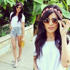 Coachella style : pink flower crown + cropped white tied t shirt + destroyed high waisted denim shorts + moccasins + vintage sunglasses + bohemian arm band