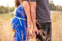 maternity photos in a field in Charlotte North Carolina