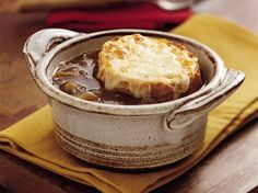 Slow Cooker French Onion Soup -I made this a few nights ago & it was lovely. My regular French onion soup recipe calls for some white wine added to it so I think next time I make this in the slow cooker I will add about of white wine. Crockpot French Onion Soup, Onion Soup Recipes, Ww Recipes, Cooking Recipes, Healthy Recipes, French Recipes, Recipes Dinner, Sweet Recipes, Salads