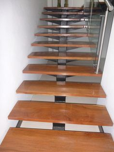 estructura huellas en madera para escaleras