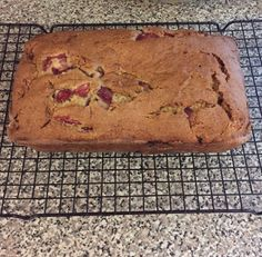 This gluten free strawberry banana bread is the best gluten free bread EVER! It will be devoured anywhere you take it! Gluten free is good! Gluten Free Deserts, Gluten Free Recipes, Best Gluten Free Bread, Strawberry Banana Bread, Delicious Desserts, Yummy Food, Banana Bread Recipes, Finger Foods, Breakfast Recipes