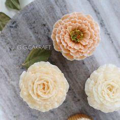 속성반 수강생분의 컵케이쿠.. 너무너무 잘하셨어요진짜 Done by student. - - #ggcakraft #buttercreamflowers #koreanflowercake #klflowercake #cake #cakeicing #buttercream #flowers #flowercake #buttercreamflowers #blossom #bakingclass #flowercakeeurope #weddingcake #버터크림케이크 #ggcakraftinspain #buttercake #플라워케이크 #버터크림 #버터플라워케이크 #버터크림플라워케이크 #glossybuttercream