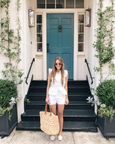 Julia Engel shares her Daily Look on Gal Meets Glam. Her ootd includes a La Vie top, Frame shorts, Neely & Chloe slides, and more. Spring Summer Fashion, Spring Outfits, Girl Fashion, Fashion Outfits, 70s Fashion, Preppy Girl, Gal Meets Glam, Street Style Summer, Sweet Dress