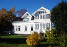 Var hittar jag ritningar p sitt hus Nordic Home, Scandinavian Home, Beautiful Norway, Beautiful Homes, Home Focus, My Father's House, White Houses, Architecture, Old Houses
