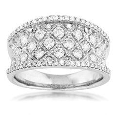 Ladies Diamond Fashion Ring in White Gold...  I'm dreaming!