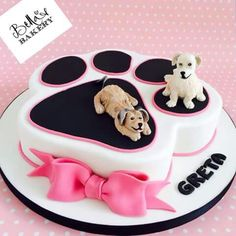 Dog Birthday Cake Ideas For Dogs - Share this image!Save these dog birthday cake ideas for dogs for later by share this im Crazy Cakes, Fancy Cakes, Cute Cakes, Pretty Cakes, Fondant Cakes, Cupcake Cakes, Fondant Bow, Fondant Tutorial, Fondant Flowers