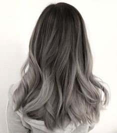 Dark brown to ashy gray ombre hair noong 2019 hair, hair sty Hair Color Highlights, Hair Color Dark, Ombre Hair Color, Hair Color Balayage, Cool Hair Color, White Highlights, Brown Balayage, Balayage Highlights, Caramel Highlights