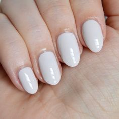 White nails inspiration - the perfect summer manicure. How to wear white nail polish. White Manicure, White Nail Polish, Nail Manicure, White Nails, Manicure Ideas, Manicures, Fall Collection, Essie Polish, Nail Art Techniques