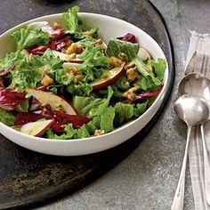 Candied Walnut, Pear, and Leafy Green Salad - 5 PointsPlus #weightwatchers
