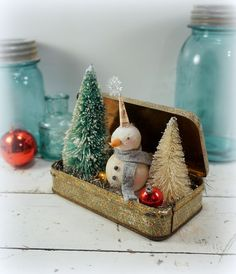Christmas Decoration // Snowman // Folk Art // by CatandFiddlefolk - Christmas Crafts Primitive Christmas, Noel Christmas, Rustic Christmas, Winter Christmas, All Things Christmas, Christmas Ornaments, Christmas Mantles, Miniature Christmas, Christmas Villages