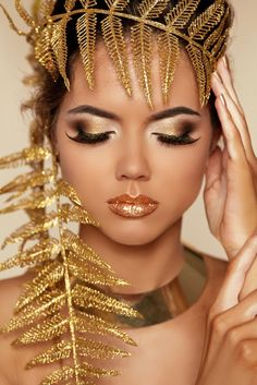 In ancient Greece they would wear make up made from natural ingredients. The word cosmetic comes from kosmeticos meaning harmony, order and tranquility. Greek Makeup, Greek Goddess Makeup, Beauty Make-up, Beauty Hacks, Hair Beauty, Makeup Inspo, Makeup Inspiration, Golden Makeup, Make Up Gold
