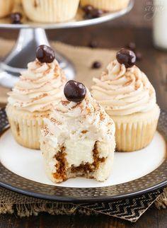 Tiramisu Cupcakes are amazing! They're like little individual tiramisu cakes! Each one is filled with tiramisu filling & topped with mascarpone buttercream. Tiramisu Dessert, Cupcakes Tiramisu, Tiramisu Mascarpone, Cupcake Recipes, Cupcake Cakes, Dessert Recipes, Cupcake Ideas, Chocolate Covered Espresso Beans, Recipes