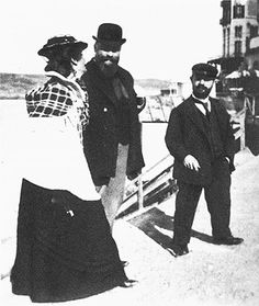 Toulouse-Lautrec with Misia Natanson and Thadeo on a beach in Normandy Renoir, Henri De Toulouse Lautrec, Victorian Life, Spanish Painters, Art Nouveau, Muse, Brigitte Bardot, French Artists, Wayfarer