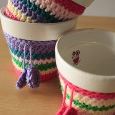 Porta Maceta Funda Tejida Crochet Crochet Plant Hanger, Plant Hangers, Cotton Cord, Crochet World, Coffee Cozy, Garden Accessories, Crochet Flowers, Potted Plants, Flower Arrangements