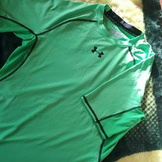 **PRICE DROP**UNDER ARMOUR  boys LG. Nwot Compression Perfect Condition never worn Under Armour Tops