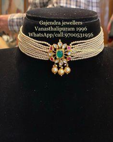 Pearl Necklace Designs, Jewelry Design Earrings, Gold Choker Necklace, Emerald Jewelry, Bracelet Designs, Gold Jewelry, Jewelery, Beaded Necklace, Fancy Jewellery