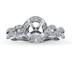 I like the twisted/braided look of this ring