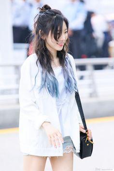FY! GG Medium Hair Styles, Long Hair Styles, Airport Style, Airport Fashion, Aesthetic Hair, Girls Generation, Snsd, Korean Singer, Dyed Hair