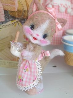 what a cute face ! needle felted cat 【ribo】♥ Felt Wool Doll