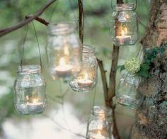 Des photophores à suspendre dans les arbres, faits maison.