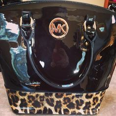 Michael Kors...I WANT THIS! Michael Kors Shop, Cheap Michael Kors Bags, Michael Kors Outlet, Handbags Michael Kors, Cheap Mk Bags, Beautiful Handbags, Mk Purse, All Things Beauty, How To Look Better