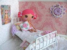 Sew precious. Blythe Doll Roombox by Nesha's Vintage Niche, via Flickr #Lalagraphy #Lalaloopsy