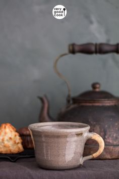 Perfect for both tea and coffee, this hand-thrown ceramic cup features a glossy, polished exterior with a natural handle. It's a beautiful addition to your morning routine! Kitchenware, Tableware, Czech Recipes, Sunflower Wallpaper, Cute Cups, Ceramic Cups, Fun Cooking, Interior Accessories, Mug Cup