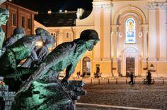 Pomnik Powstania Warszawskiego Wincentego Kućmy (http://wiadomosci.dziennik.pl/historia/wydarzenia/galeria-full/432422,1,spacery-sladami-powstania-warszawskiego-zaprasza-mpw-i-dziennik-pl-galeria-zdjec.html; http://warszawa.gazeta.pl/warszawa/1,34889,8203090,Przeslanie_powstancow_na_placu_Krasinskich.html)