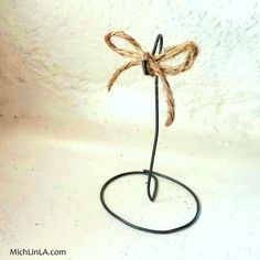 2 Minute Rustic Wire Ornament Stand