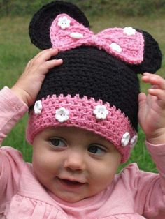 Cute buttons Toddler Hat Minnie Mouse Hat Crochet Minnie by KnitsandTidbits Crochet Kids Hats, Crochet Cap, Baby Girl Crochet, Crochet Beanie, Diy Crochet, Crochet Crafts, Crochet Projects, Knitted Hats, Crochet Toddler Hat