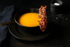 Gulrotsuppe med søtpotet og ingefær — skardalernaering.no  Carrot soup with sweet potato and ginger My Recipes, Healthy Recipes, Bacon, Ethnic Recipes, Photos, Food, Health Recipes, Pictures, Meal