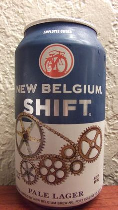 Cerveja New Belgium Shift Pale Lager, estilo Standard American Lager, produzida por New Belgium Brewing, Estados Unidos. 5% ABV de álcool.