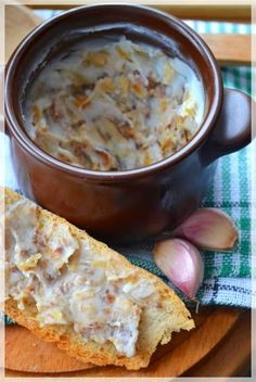 Kuchenne Zapiski M.Domowy smalec z kiełbasą i czosnkiem. Pork Recipes, Cooking Recipes, Poland Food, Polish Recipes, Frugal Meals, Winter Food, Kraut, Sauce, Love Food