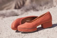 Unique heel, flat, chunky, blocky. Dusty coral :-)