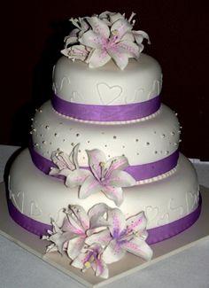 Hochzeitstorte Lila Weiss Rosen Wedding Cake Purple Marzipanblumen
