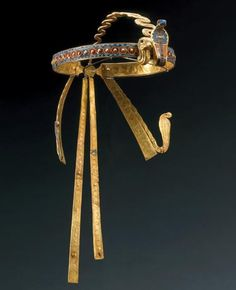 KIng Tut crown: Diadem of Tutankhamun Studded with semiprecious stones, this crown was found on the head of King Tutankhamun's mummified body and was probably worn by the pharaoh in life. Mummified Body, Ancient Egyptian Jewelry, Tutankhamun, Royal Jewelry, Jewellery, Ancient Artifacts, Ancient Civilizations, Ancient History, Archaeology