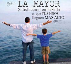 La mayor satisfacción en la vida es que tus hijos lleguen más alto que tu... #Citas #Frases #Candidman