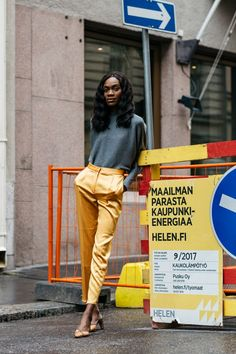 pictures by Søren Jepsen Søren Jepsen photographed during the Fashion Weeks street-style looks of the Scandinavian cities of Stockholm, Oslo, and Copenhagen. pictures by Søren Jepsen Fashion Weeks, Fashion Week 2018, Fashion Outfits, Women's Fashion, Casual Street Style, Street Style Looks, Street Style Women, Cool Street Fashion, Street Chic