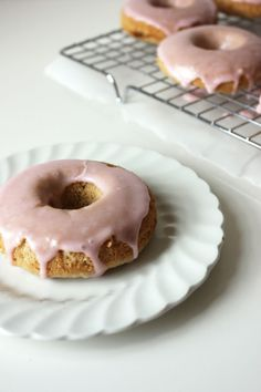 Rhubarb Vanilla Bean Donuts from Autumn Makes & Does. Vegan and gluten free.