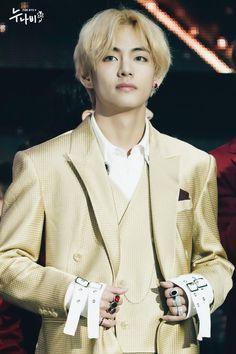 love my taehyung 🐯💜💕 Daegu, Jimin, Korean Boy Bands, South Korean Boy Band, Taekook, K Pop, Bts 2013, Bts Kim, Asia Artist Awards
