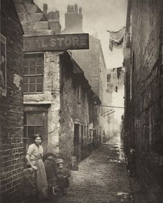 Thomas Annan - Old Vennel in Glasgow (off High Street), 1868