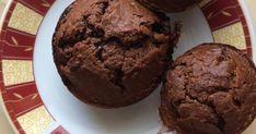 Mennyei Egyszerű nagyon csokis muffin recept! Nem vagyok nagy sütis, mert sok sütivel sokat kell vacakolni. A kavart tészták és a piff-puff mindent bele tésztákat szeretem megcsinálni. Ez is egy ilyen és nagyon finom. Csokimikulások és egyéb maradék csokik felhasználásával a legjobb. Nálunk nagy családban 3 adag készül...minimum.