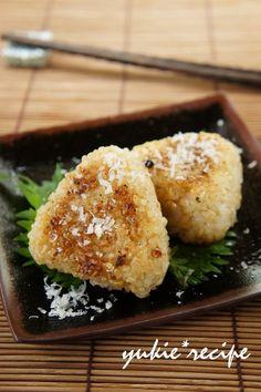 パルミジャーノ×味噌で香ばしさ倍増の焼きおにぎりです。 味付け不要の簡単レシピ♪