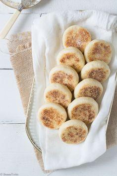 Mini English muffins just use plant based milk Brunch Recipes, Sweet Recipes, Breakfast Recipes, Mini Muffins, Bread And Pastries, English Muffins, English Scones, I Love Food, Food Inspiration