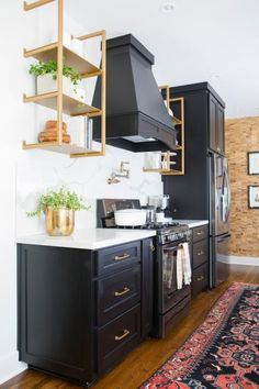 6 Helpful Hacks: Kitchen Remodel Plans Budget white kitchen remodel before and after.White Kitchen Remodel Granite Colors kitchen remodel before and after link. Home Kitchens, Kitchen Design Small, Kitchen Remodel Small, Kitchen Cabinet Design, Modern Kitchen, Home Decor Kitchen, Kitchen Interior, Interior Design Kitchen, Kitchen Remodeling Projects